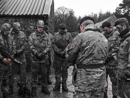 Scripture Reader praying with troops